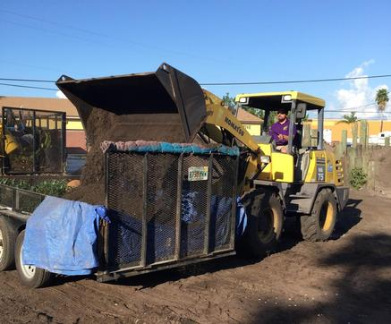Transporting mulch in Pinellas County