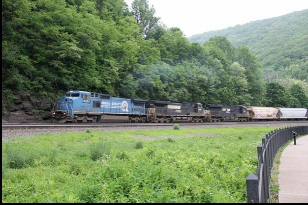 NS 8353 at Horseshoe Curve, Pennsylvania. Photo by Eddie Phillips.