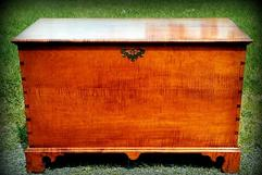Blanket Chest w/ Bracket Feet