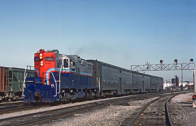 CalTrain's experimental paint scheme was only on GP9E 3187, shown here In San Jose hauling Pullman Gallery Cars in June of 1985.