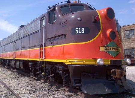 Power for the 2014 Varsity included Iowa Pacific EMD E-8 locomotive No. 518, capable of 85 miles per hour.