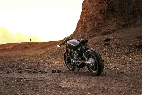 desert motorcycle adventure wallpaper