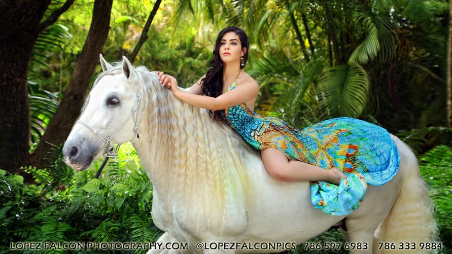 QUINCES PHOTOGRAPHY MIAMI WITH HORSE WHITE