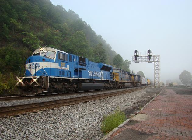 811 at Hancock, West Virginia. Photo by Eddie Phillips.