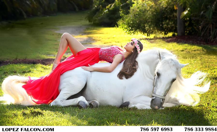 foto de quinceanera con caballo quinces photography with horse secret gardens miami quinceanera photo shoot