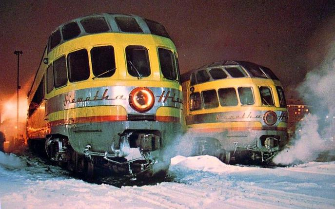 Two Skytop Lounges in their second Milwaukee Road paint scheme, matching Union Pacific colors. These cars were part of the Twin Cities Hiawatha equipment pool.
