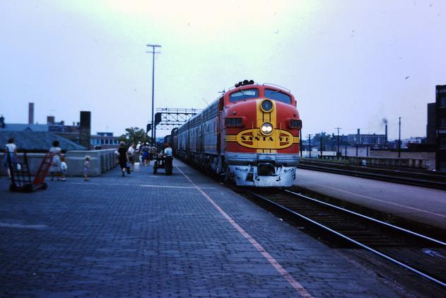Santa Fe EMD F7 No. 39C leads the Grand Canyon into Joliet in August 1963.