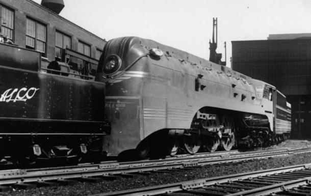 An Otto Kuhler-designed streamlined F7 steam locomotive.