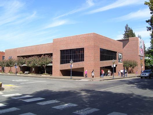 Exterior view of the California State Railroad Museum in 2008.