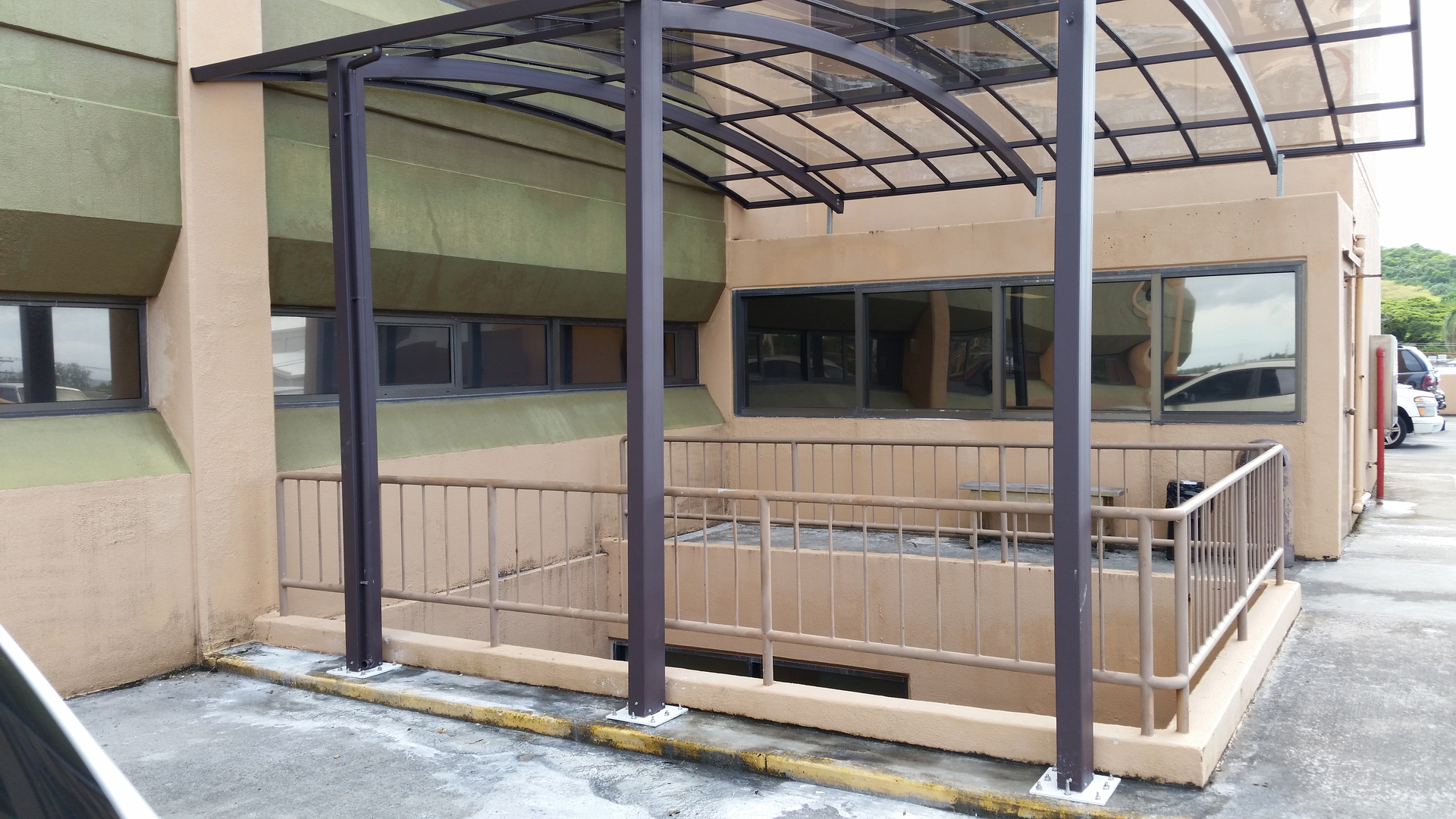 Polycarbonate Aluminum Awning Structure