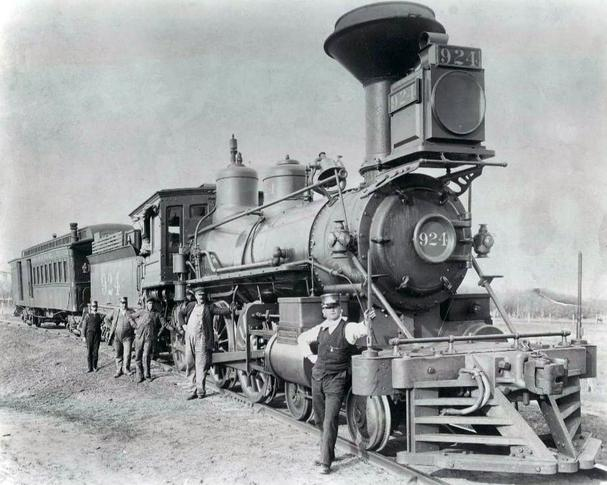 Photo of Union Pacific's steam locomotive 924. This locomotive was built by Taunton (number 437) in July 1868, and entered the roster as number 98. It was re-numbered as 945 in 1880, and once again was renumbered as 1220 in 1915. The locomotive left service in 1923.