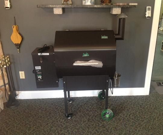 Green Mountain Grill, Daniel Boone pellet grill, lid closed