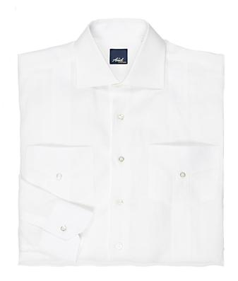 A traditonal piece of menswear, the shirt is distnguished by its four front pockets, handcrafed in Italy. This 100% Italian linen shirt has been traditonally styled. The Guayabera is genuinely a one of a kind garment.