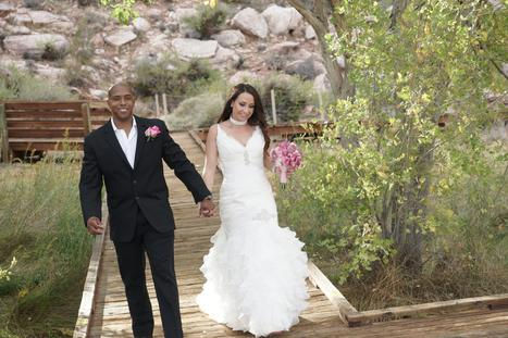 Weding Couple getting married at Red Rock Canyon near Las Vegas