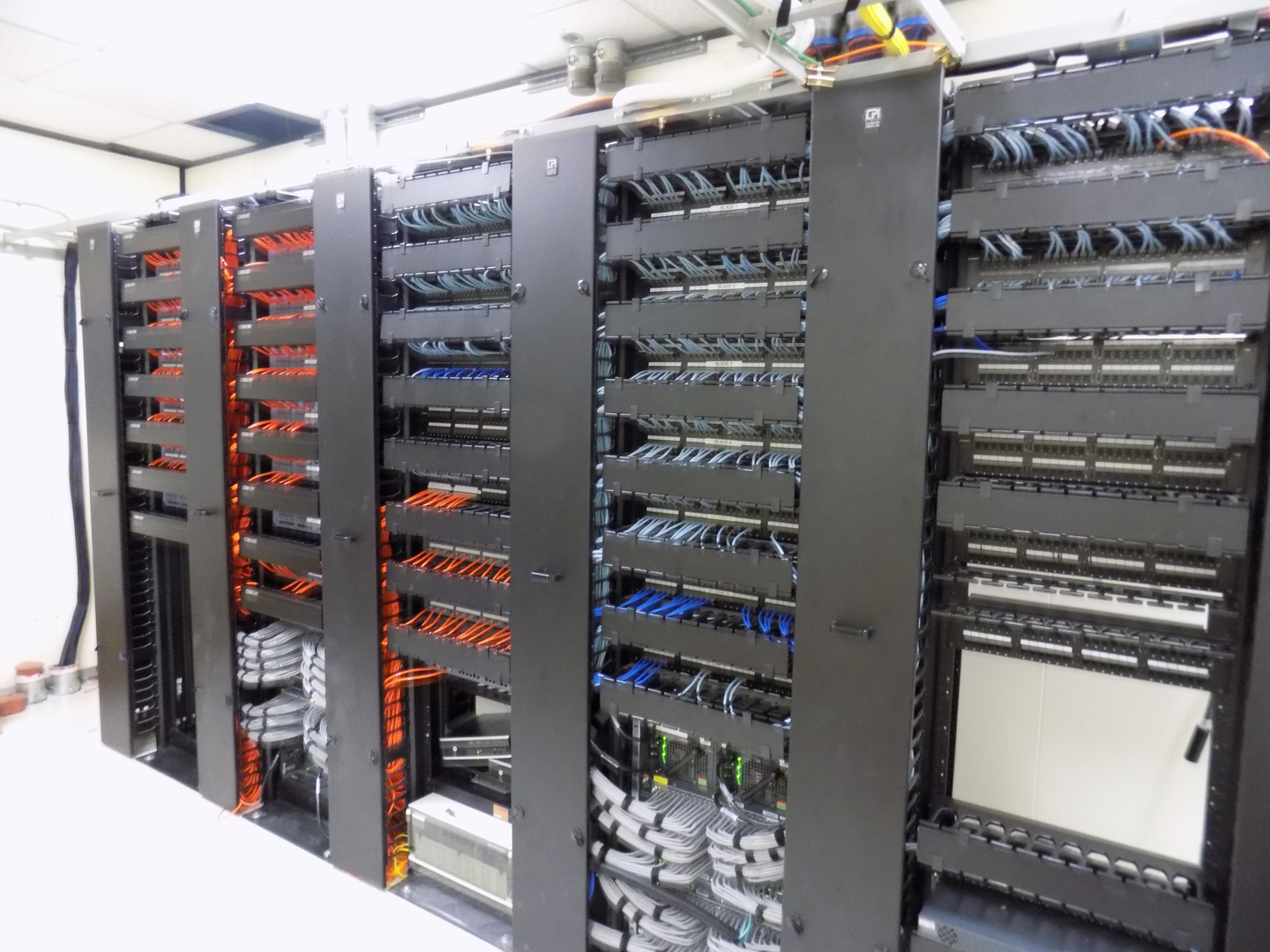Clearnet Communications Structured Cabling The Choice Is Clear Wiring Design Capabilities Credentials Server Room And Installation