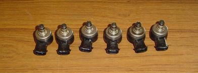 850065, 883078A4, 8M0065916 Used injectors for fuel rail for a 1998 150 HP Mercury Optimax 2.5 L.