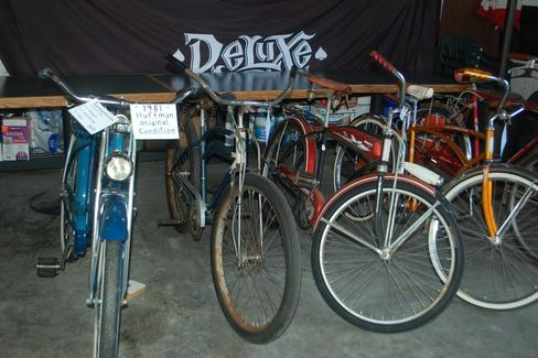 Deluxe Brewing Vintage Bike Show
