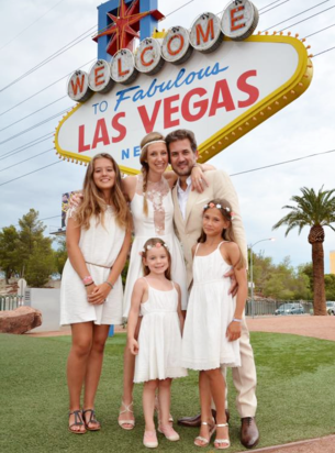 French Wedding Couple getting married at the Welcome to Las Vegas Sign