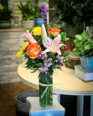 Designer choice of flowers. For color or flower requests please let us know in the note option.