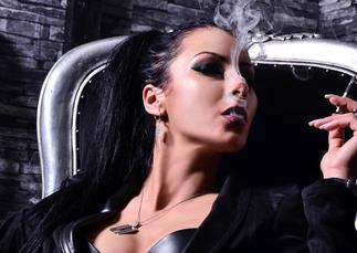 domina smokefetish