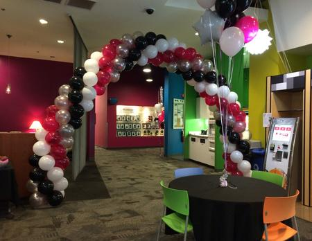 Balloon Arch T-Mobile
