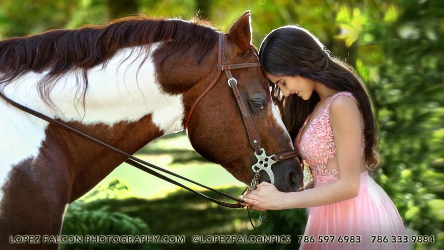 HORSE FOR QUINCEANERA PHOTOGRAPHY IN MIAMI FOTOS DE QUINCE ANOS QUINCES CON CABALLO EN MIAMI QUINCEANERA