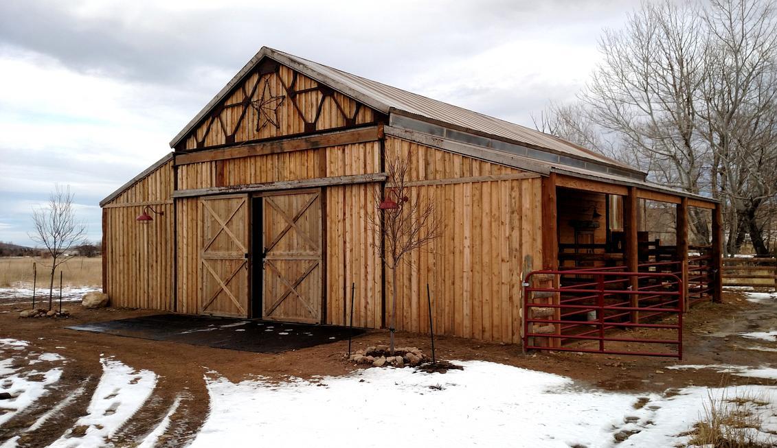 Western Look Pole Barn Rustic Aisle High End Barns