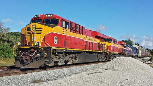 FEC GE ES44C4 No. 816 at the Yamato Rd in Boca Raton, Florida.