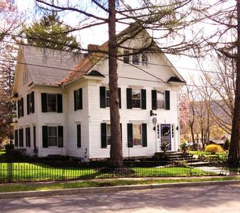 Bed & Breakfast Vacation Lodging near Hammondsport, NY