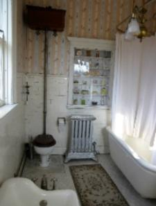 Anne Louise's original bathroom at Rockcliffe Mansion in Hannibal Missouri