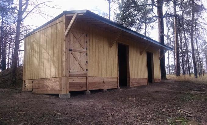 Loafing shed, Pole barn, tack room, horse shed, hay barns, row barn