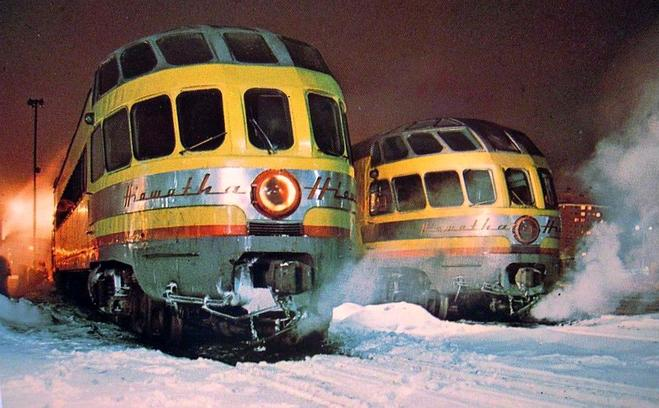 Two Hiawatha Skytop Lounge cars in 1955.