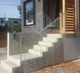outdoor-glass-railing