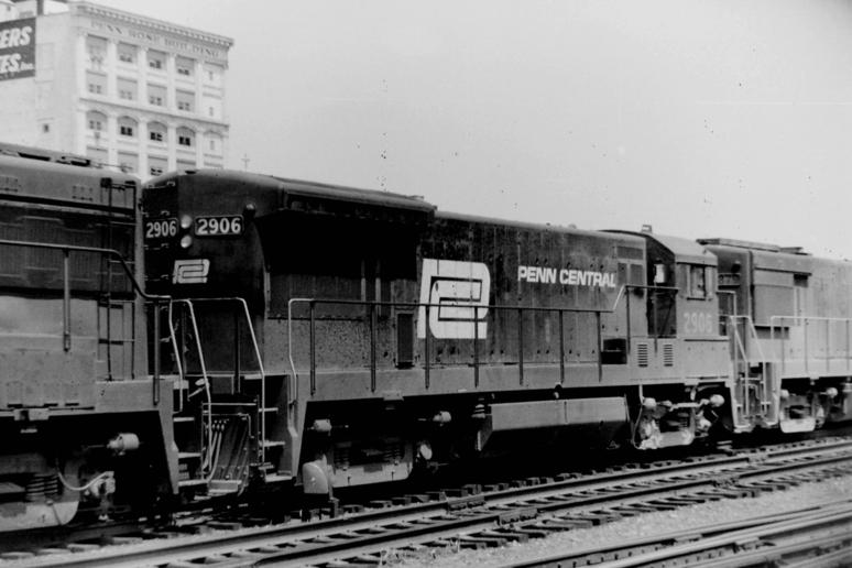 Penn Central No. 2906 with a freight train in Pittsburgh, Pennsylvania in 1970.