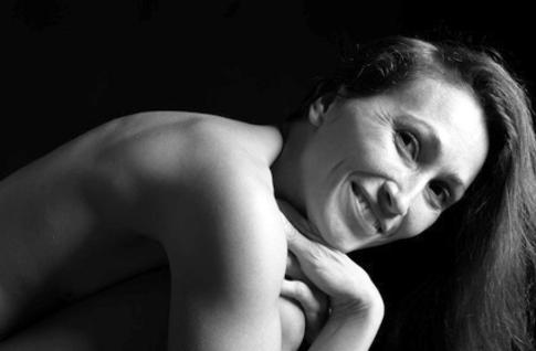 "<img src=""https://www.genbotanicals.com/Mature woman on black background.jpg"" alt=""Beautiful mature woman partially nude portrait in black and white"" />"
