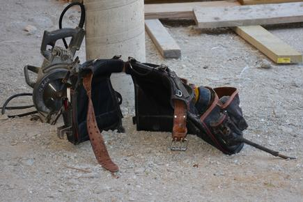 Tool belt and circular saw