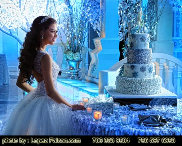Cake Winter Wonderland pastel para Quinceanera Cake Sweet 15 Party Theme Sweet 15 Photography Video Dresses Photo Shoot Fifteens Quince Venue Westin Colonnade Coral Gables quinceanera Dj Choreography Winter Wonderland Cake Winter Wonderland Stage Decoration Miami Winterland show Miami pastel cake deserts