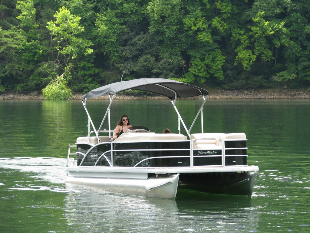 boat bentley pontoon county encore watersports pontoons dealers elite lake cruise dsc builders