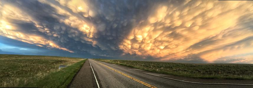 Colorado suprcell with mamatus clouds