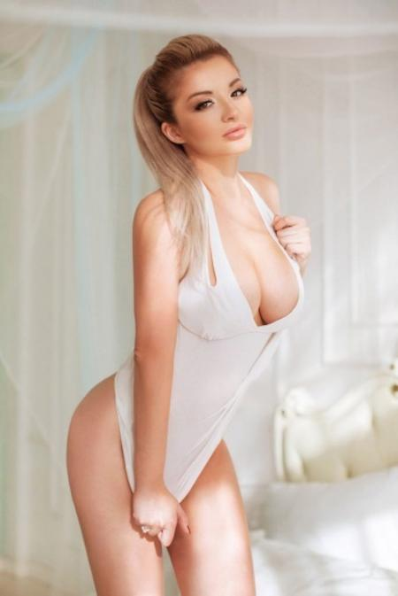 petite model pune escorts