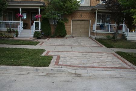 Interlock driveway in Aurora, Newmarket, Richmond Hill, Bradford, Stouffville, Vaughan, Markham, King City, GTA.