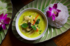 Green curry serve with rice noodle