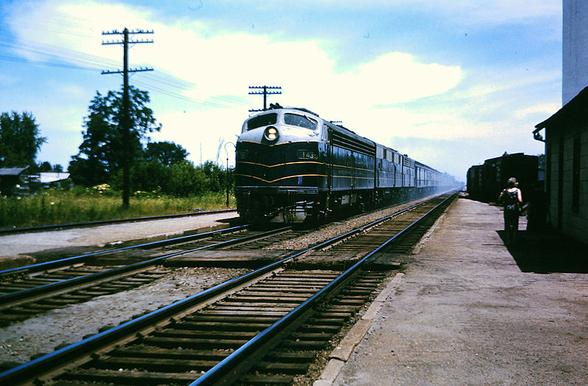 e Baltimore & Ohio's Washington–Chicago Express at La Paz, Indiana. The train is led by EMD E8 No. 1439. Date:July 1963.