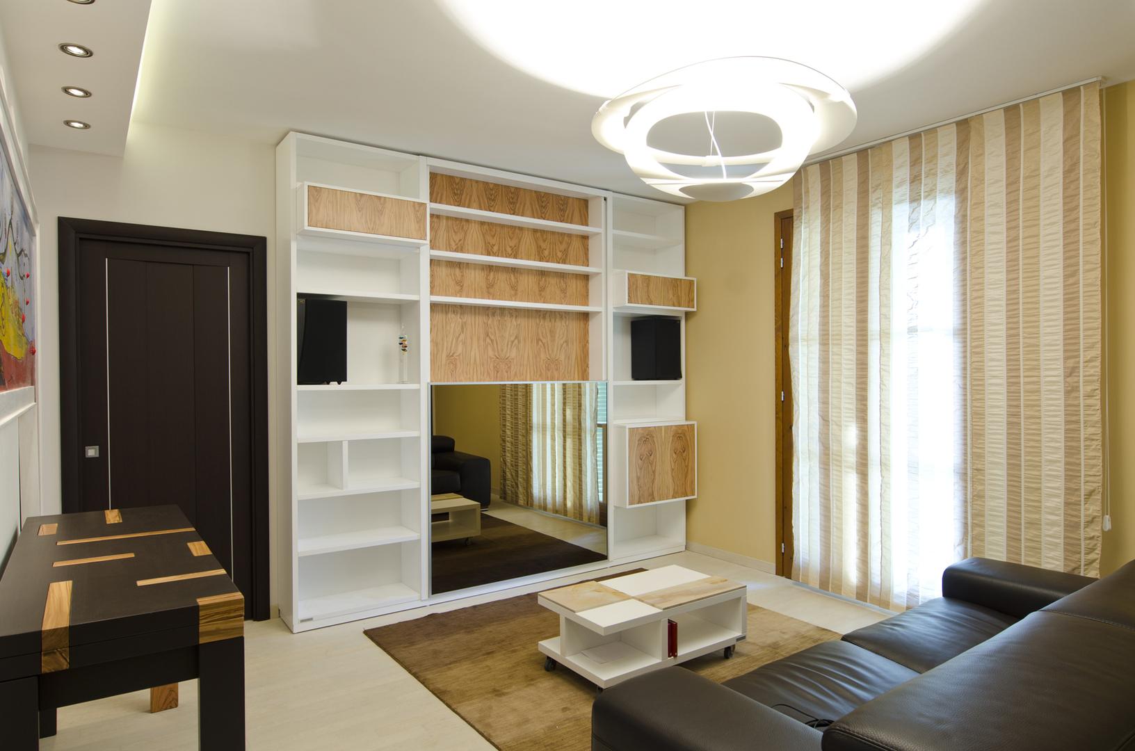 Progetto soggiorno, tavolo e libreria in rovere laccato e ulivo