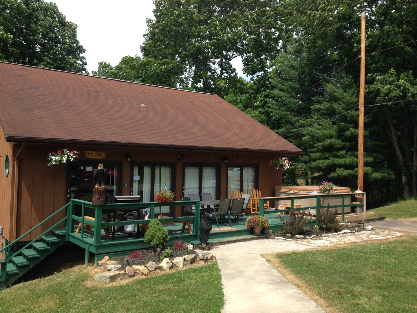 The Pines Lodge - Hocking Hills Cabin Rentals and Hocking