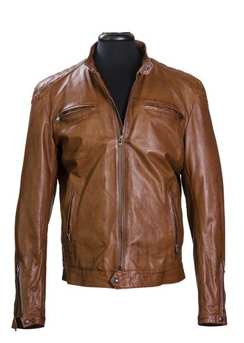 The Añel leather jacket is designed following the traditional guidelines set by the best Italian tailoring.