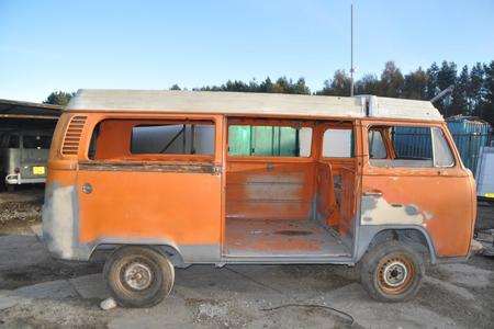 VOLKSWAGEN VW T2 BAY WINDOW CAMPER VAN