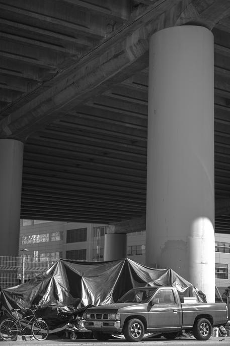 under the bridge in san francisco homeless black and white