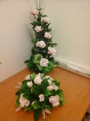 VERTICAL AND POSY FLOWER ARRANGEMENT