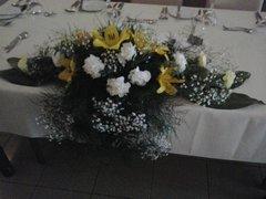 Cascading dinner table arrangement